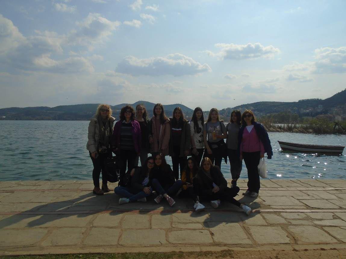 Μπροστά στη Λίμνη της Καστοριάς